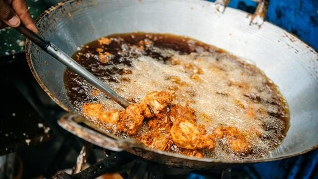 Tips Jitu Cara Menjernihkan Minyak Jelantah Hitam